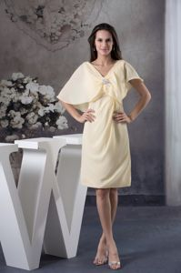 V-neck Ruched Light Yellow Chiffon Mother Bride Dresses in Juneau